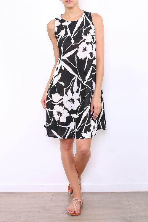 00034 Mustavalkokuviollinen mekko etu
