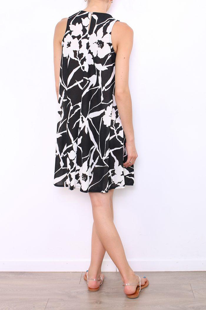 00034 Mustavalkokuviollinen mekkon taka