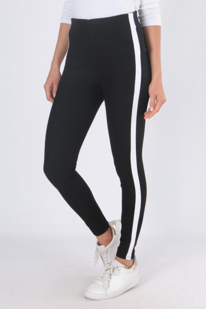 00125 Mustat housut valkoisella sivuraidalla etu