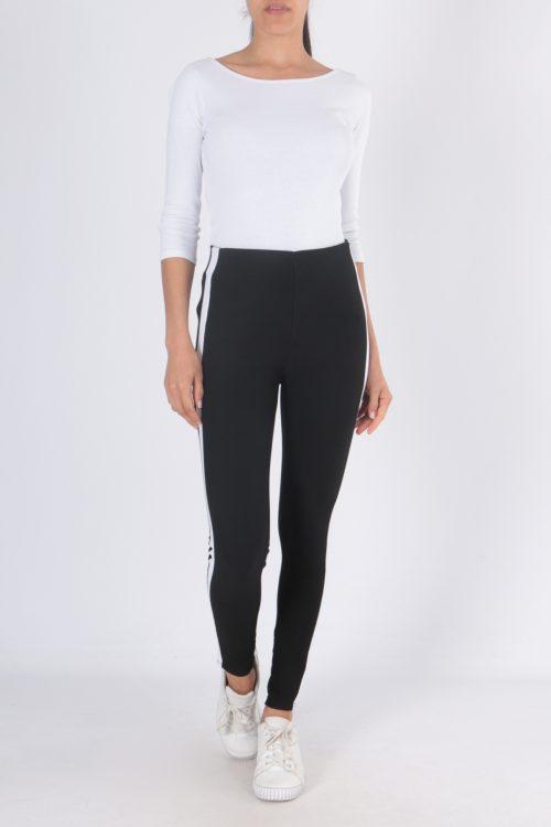 00125 Mustat housut valkoisella sivuraidalla etu2