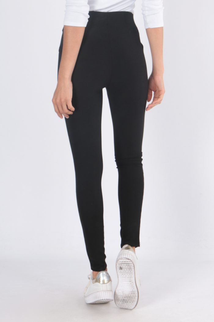 00125 Mustat housut valkoisella sivuraidalla taka
