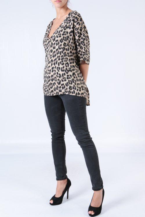 00128 Leopardikuvioinen pusero beige etu2