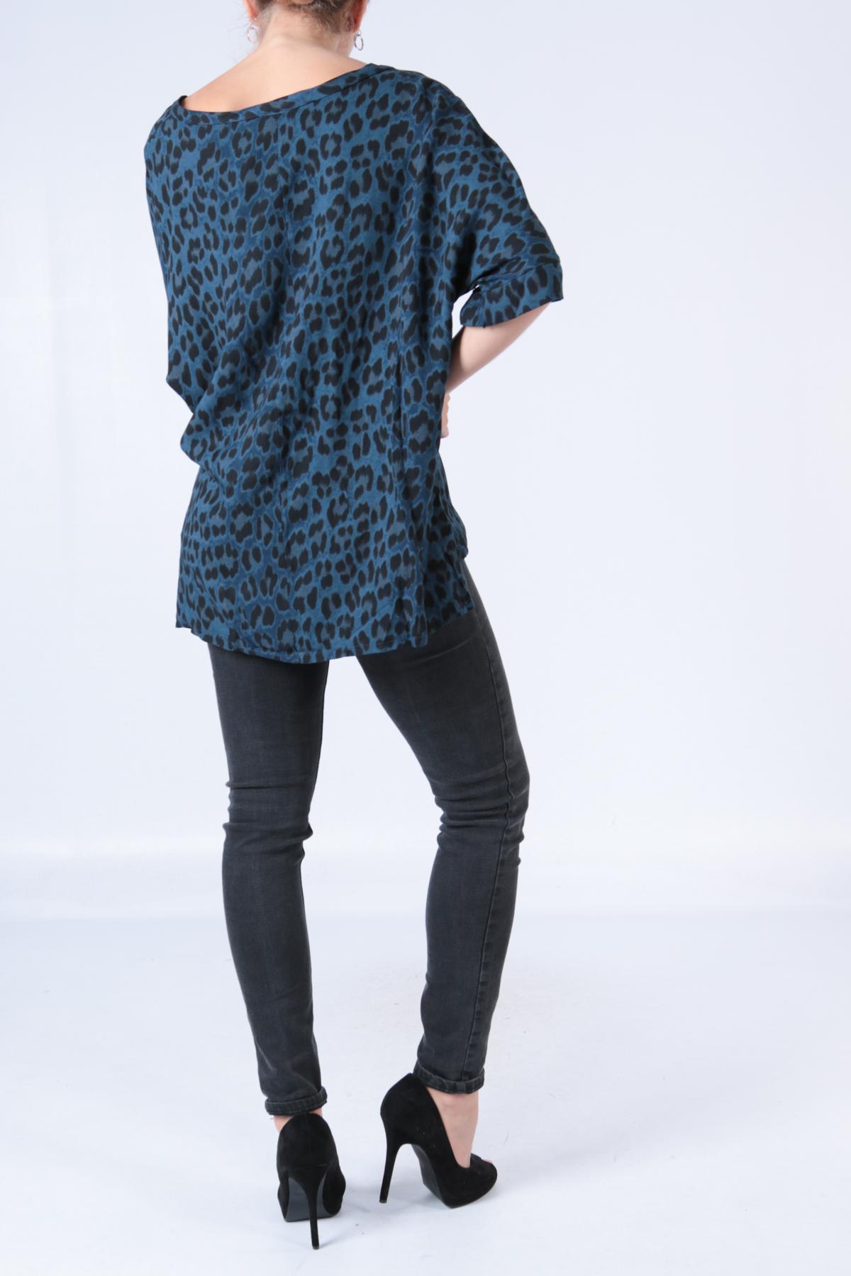 00129 Leopardikuvioinen pusero sininen taka