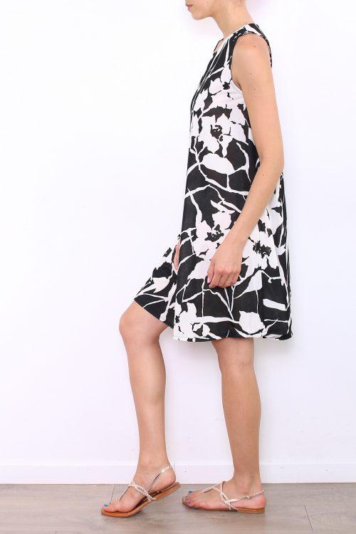 Mustavalkokuviollinen mekko