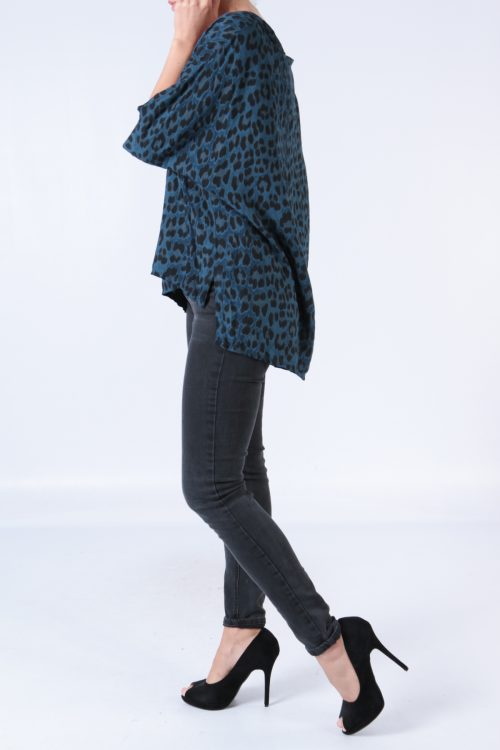 Sininen leopardikuvioinen pusero