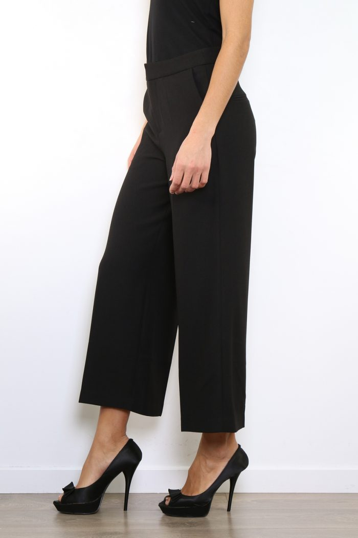 Mustat culotte-housut